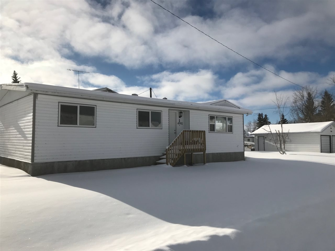 4902 51 Avenue, 3 bed, 1 bath, at $199,900