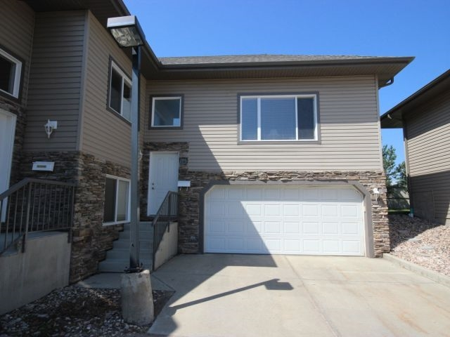 16 17715 96 Avenue, 2 bed, 3 bath, at $324,900