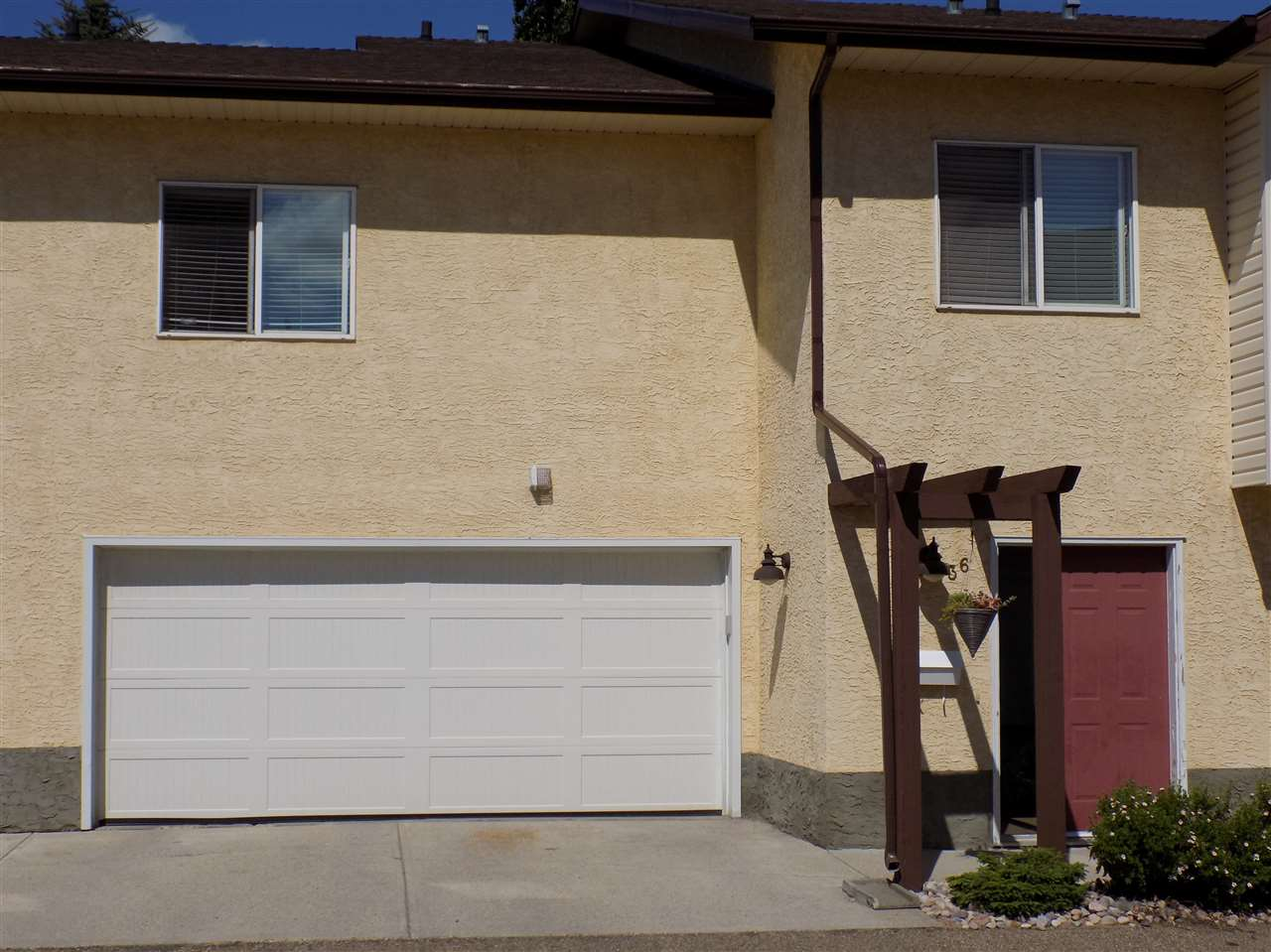 36 3811 - 85 STREET, 3 bed, 2 bath, at $239,900