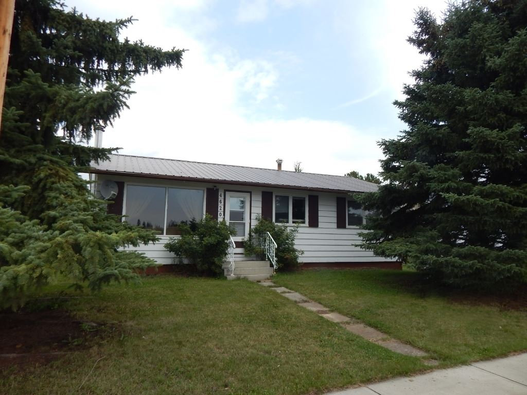 4620 50 Ave, 4 bed, 1 bath, at $182,000