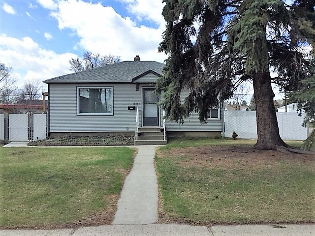 12344 76 Street, 3 bed, 2 bath, at $234,500