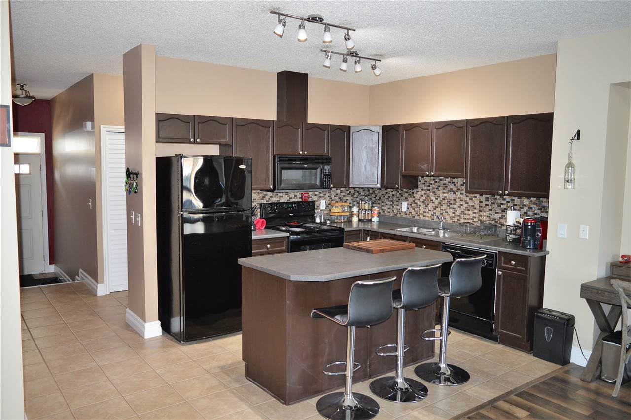 34 3010 33 Avenue, 2 bed, 3 bath, at $239,900