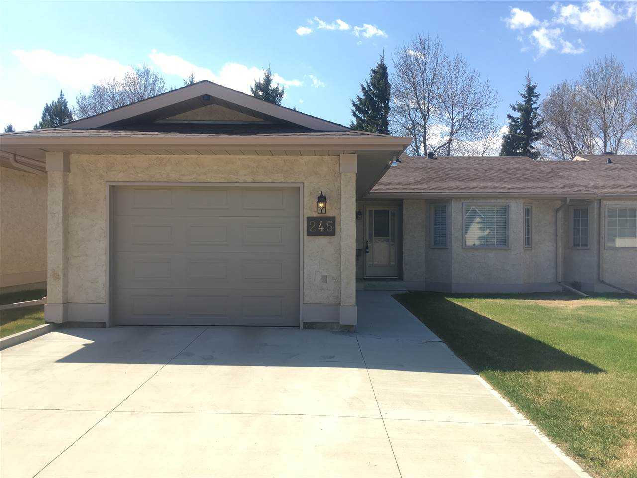 245 KNOTTWOOD Road N, 2 bed, 1 bath, at $232,900