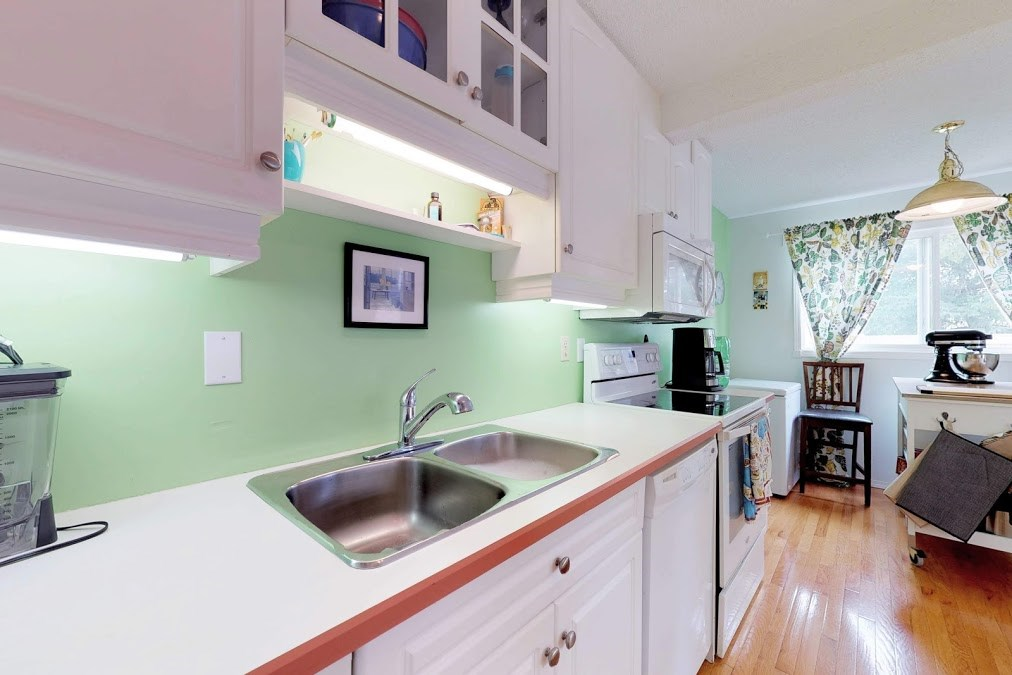 15 1651 46 Street NW, 3 bed, 2 bath, at $215,000