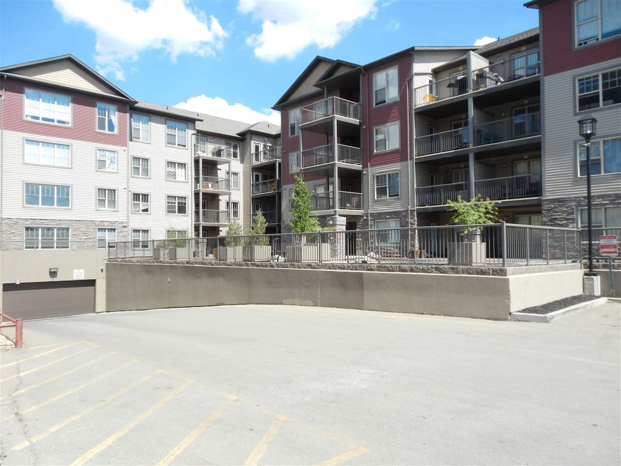 411 105 AMBLESIDE Drive, 2 bed, 2 bath, at $275,000