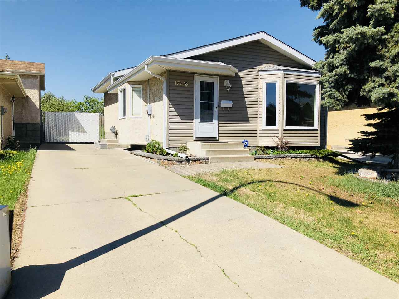 17128 96 Street, 4 bed, 2 bath, at $277,900