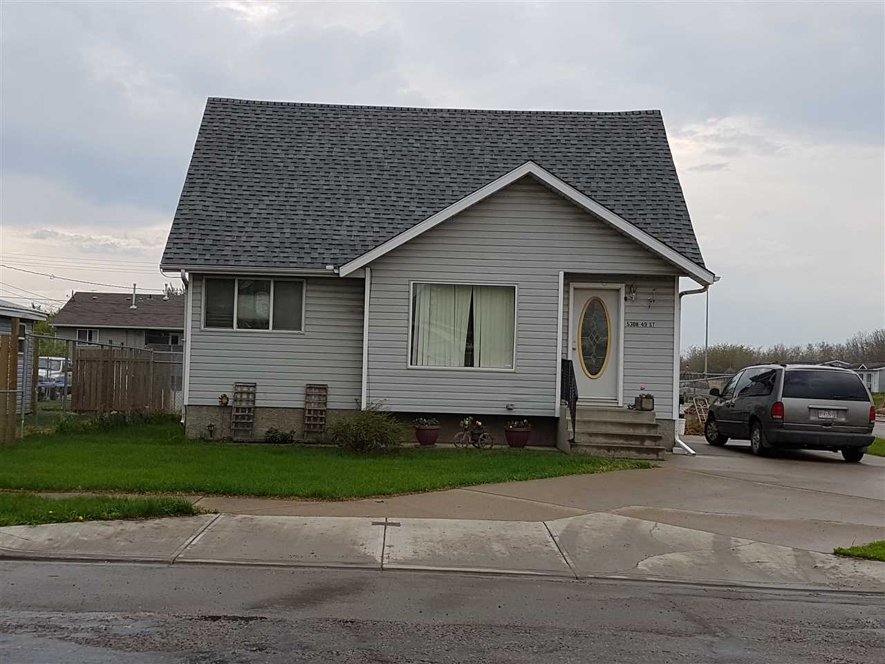 5308-54 Ave, 2 bed, 1.1 bath, at $179,900