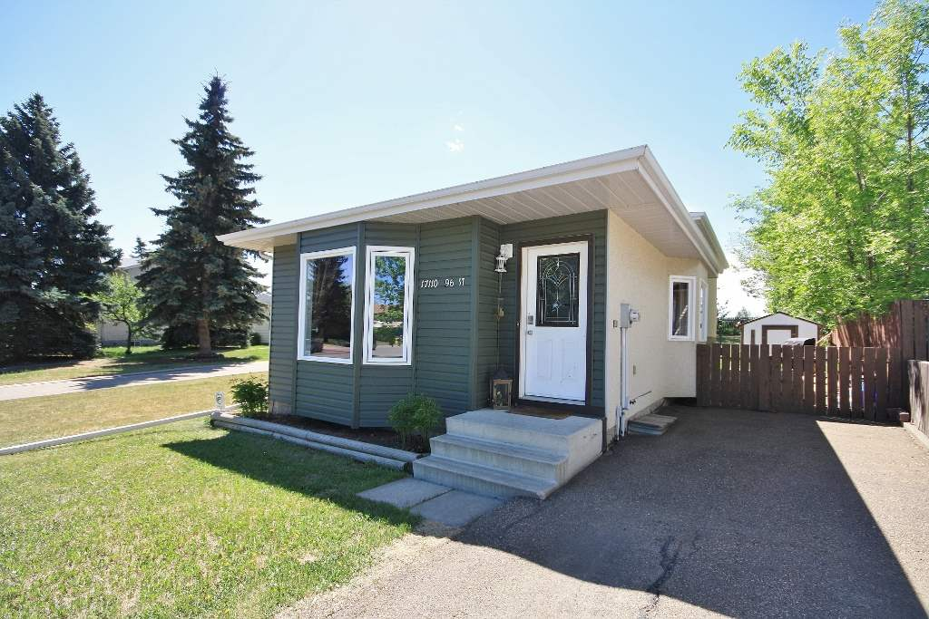 17110 96 Street, 2 bed, 2 bath, at $299,900