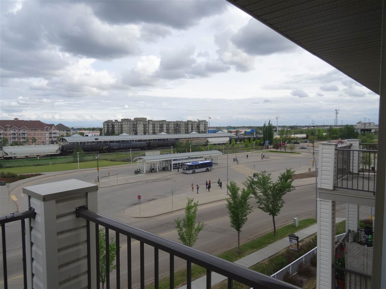 1423 330 CLAREVIEW STATION Drive, 2 bed, 2 bath, at $197,500