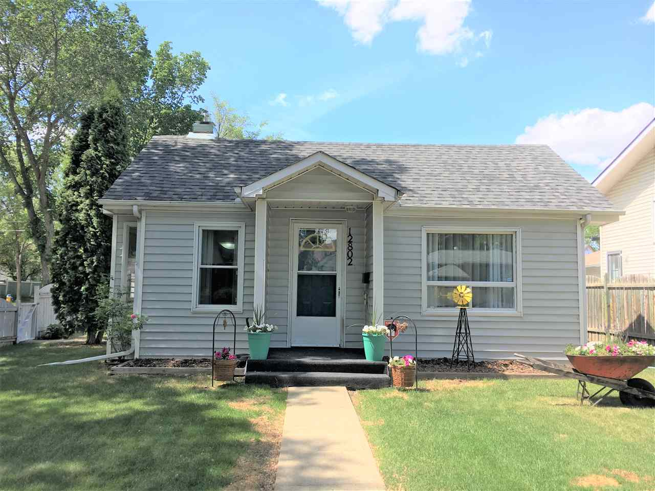 12802 124 Street, 2 bed, 1 bath, at $257,900
