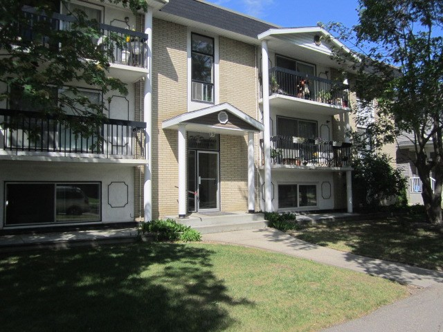 35 11112 129 Street, 1 bed, 1 bath, at $129,900