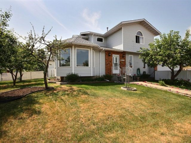 10003 161 Avenue, 3 bed, 2.2 bath, at $424,900