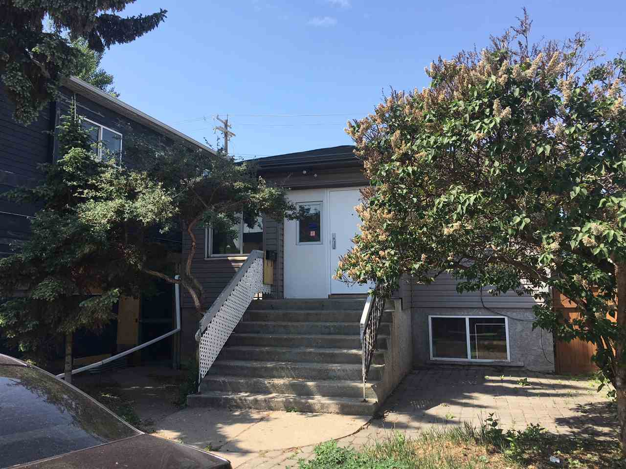 10856 98 Street, 1 bed, 2 bath, at $350,000