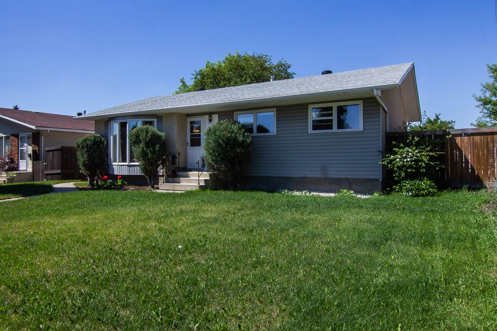 272 KNOTTWOOD Road N, 4 bed, 2 bath, at $349,000