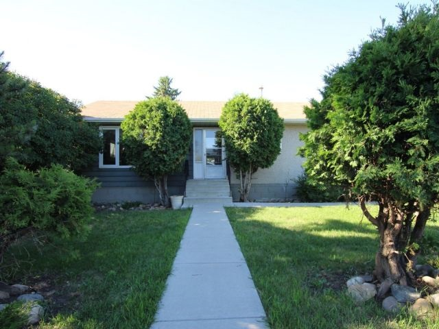 10548 62 Avenue, 4 bed, 1.1 bath, at $445,000