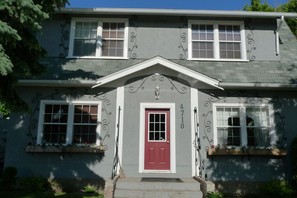 4710 50 Street, 5 bed, 1.1 bath, at $285,000