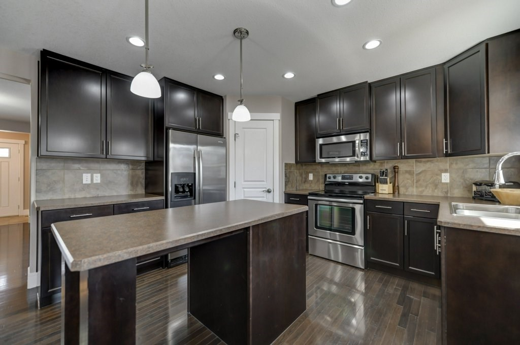 2821 21A Avenue, 3 bed, 4 bath, at $390,000
