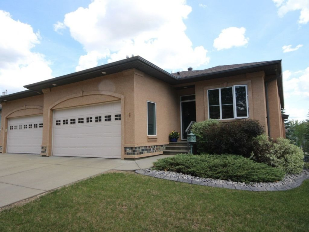 5 50 Oakridge Drive S, 3 bed, 3 bath, at $569,000