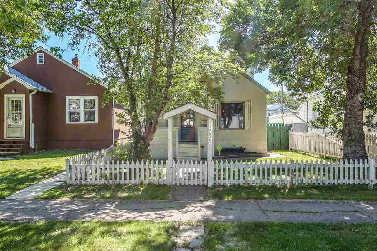 12025 92 Street, 1 bed, 3 bath, at $255,000