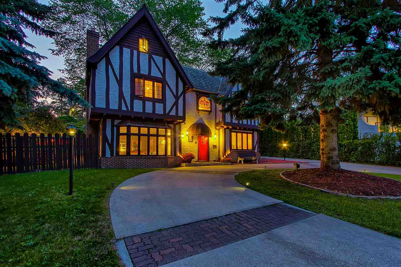 86 VALLEYVIEW Crescent, 5 bed, 5 bath, at $2,200,000