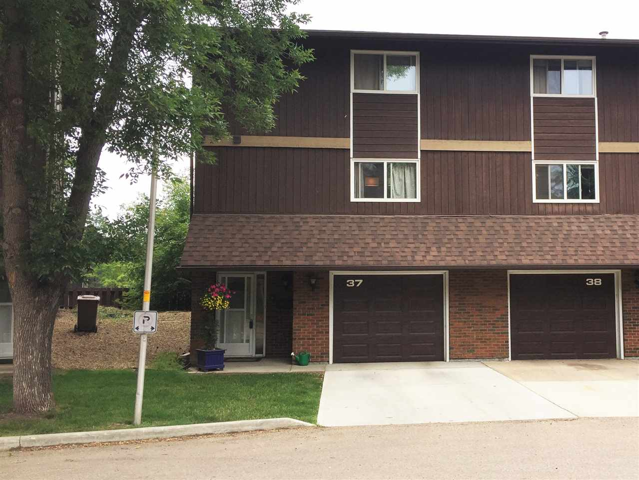37 GLAEWYN Estates, 3 bed, 3 bath, at $249,900