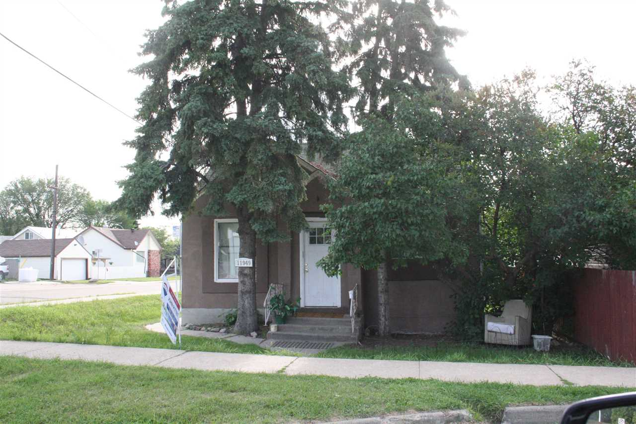11949 78 Street, 1 bed, 1 bath, at $229,000
