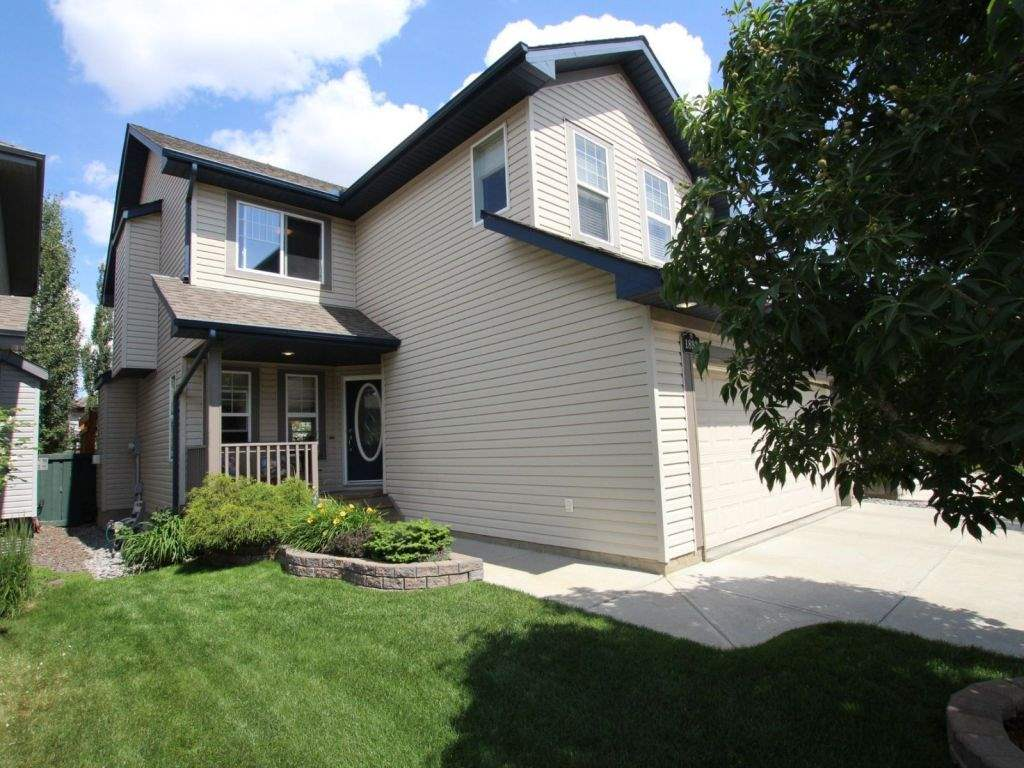 1893 Robertson Crescent, 3 bed, 3 bath, at $469,000