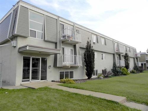 18 10325 156 Street, 2 bed, 1 bath, at $139,900