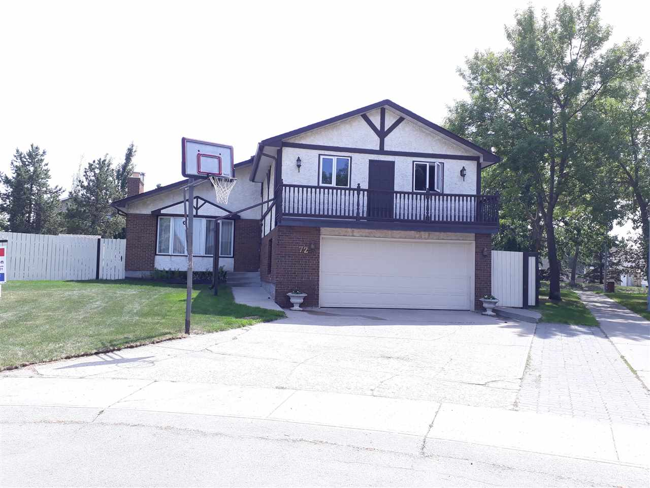 72 GRAND MEADOW Crescent, 6 bed, 2 bath, at $479,000