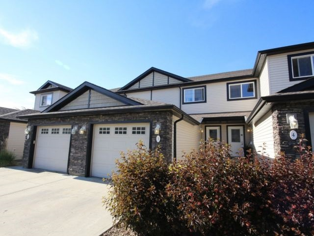 3 2005 70 Street, 2 bed, 3 bath, at $279,850