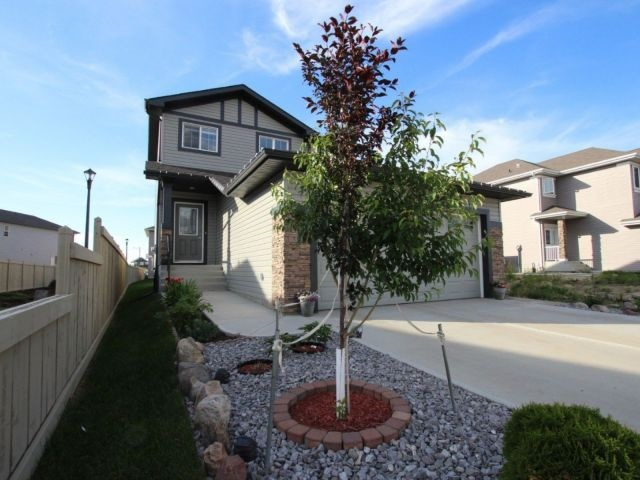 856 34 Avenue, 3 bed, 3 bath, at $424,900