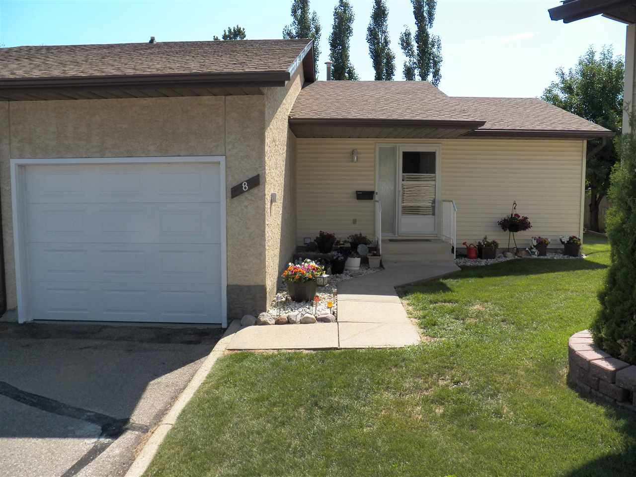 8 PINEVIEW HORIZON Village, 2 bed, 1 bath, at $229,900