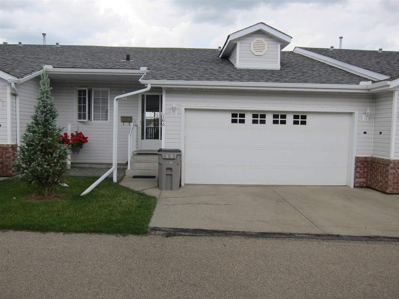 106 4408 37 Street, 3 bed, 3 bath, at $299,900