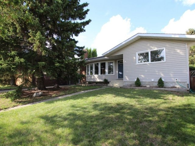 17232 76 Avenue, 3 bed, 3 bath, at $424,900