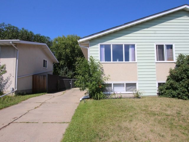 5504 52 Street, 3 bed, 2 bath, at $257,900