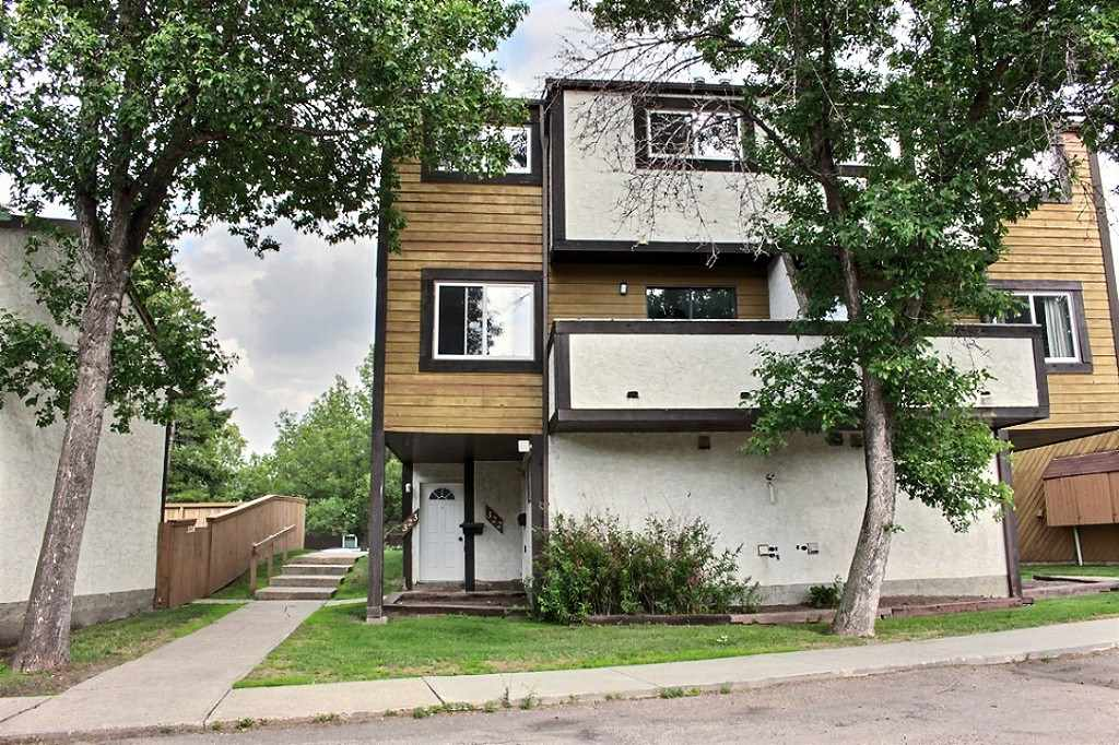 322 WILLOW Court, 2 bed, 1 bath, at $171,900