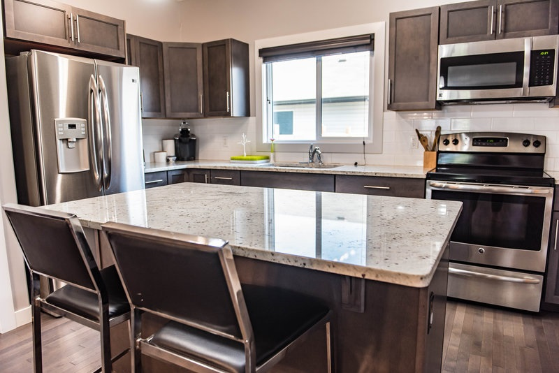 2812 17 Avenue NW, 4 bed, 4 bath, at $350,000