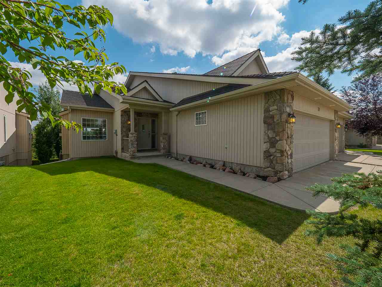 39 929 PICARD Drive, 2 bed, 3 bath, at $689,000