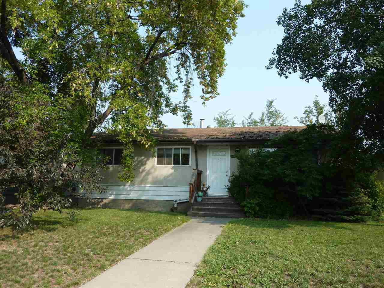 16220 86 Avenue, 4 bed, 2 bath, at $299,000