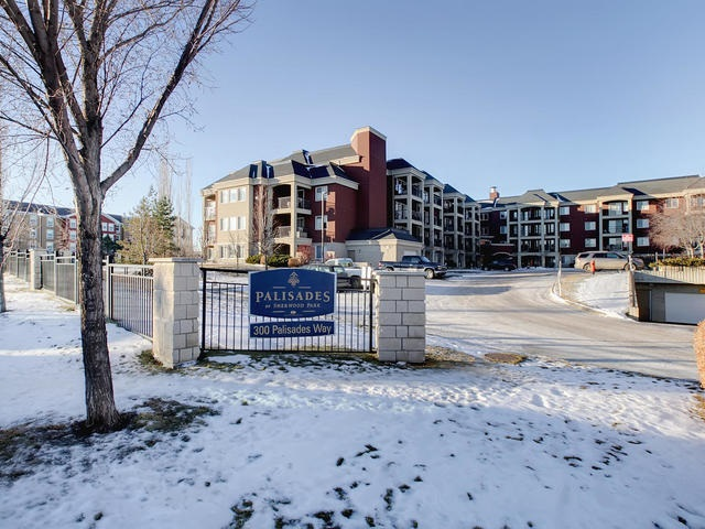 228 300 PALISADES Way, 2 bed, 2 bath, at $289,800