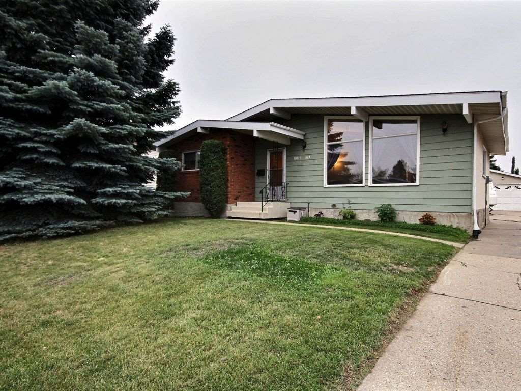 11015 163 Avenue, 3 bed, 3 bath, at $349,900
