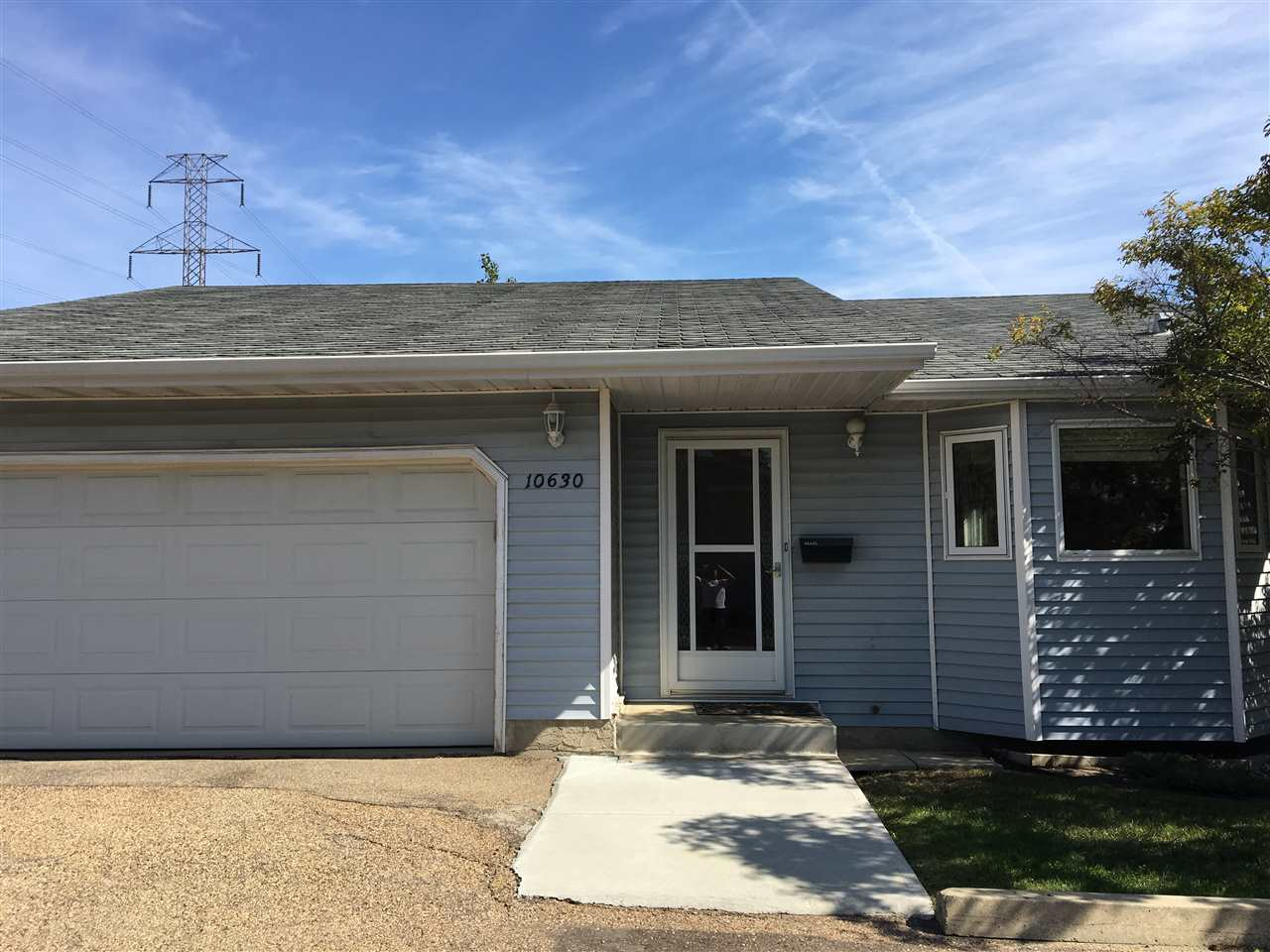 10630 29 Avenue, 2 bed, 3 bath, at $284,900