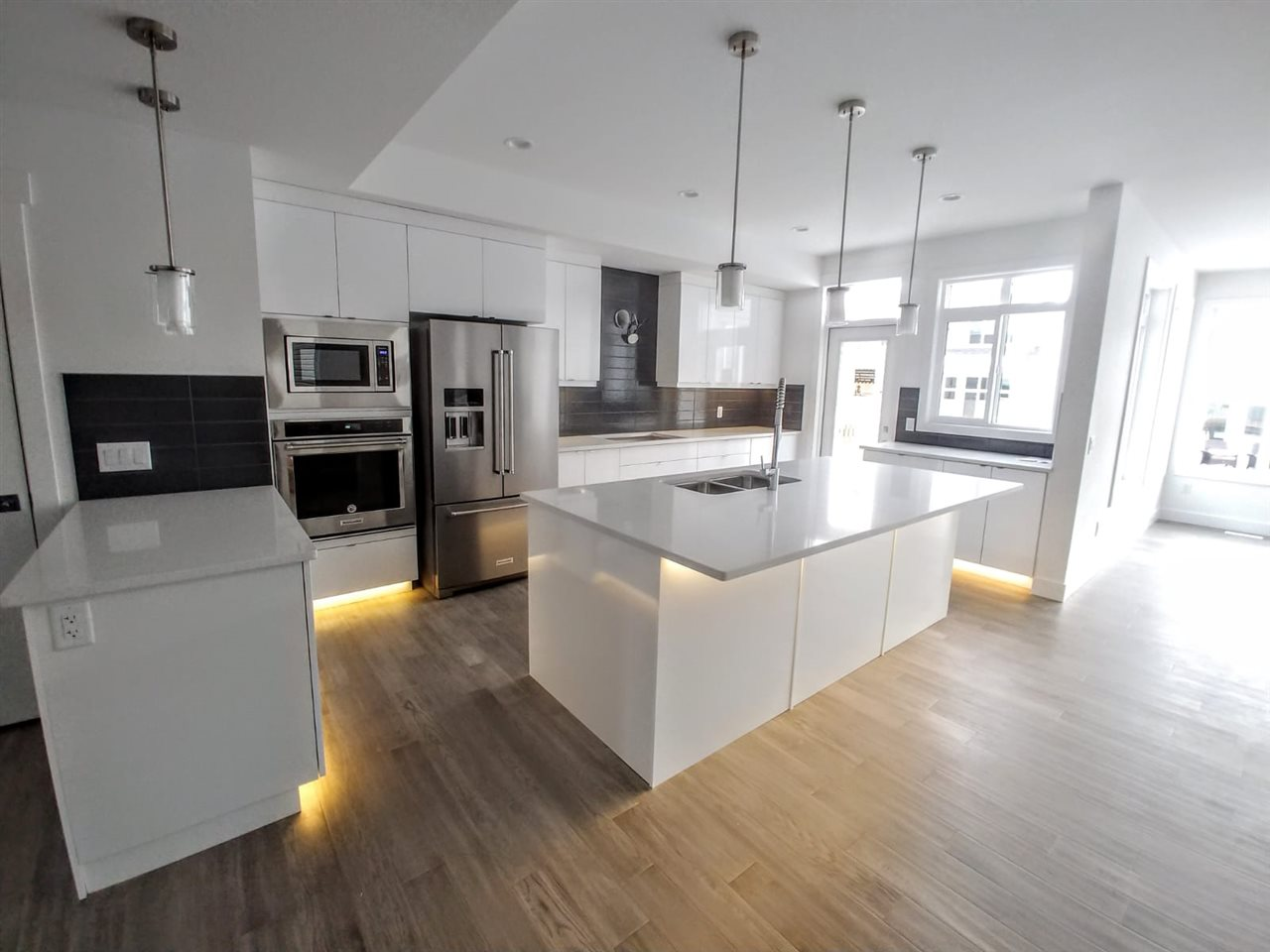 4009 171a Avenue, 3 bed, 3 bath, at $515,921