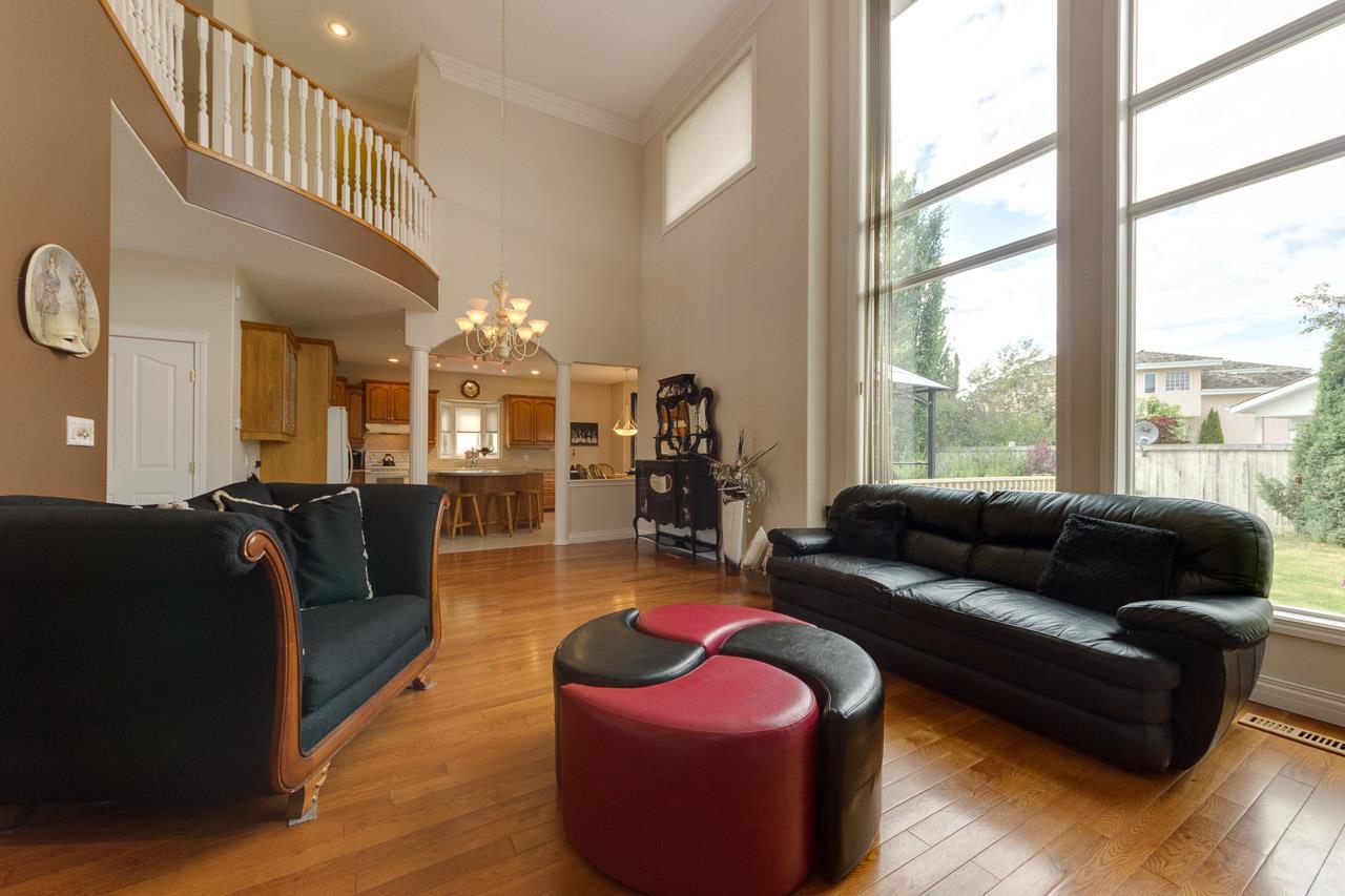 11572 15 Avenue, 4 bed, 4 bath, at $589,900