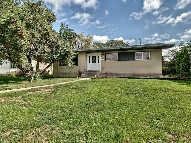 8807 52 Street, 3 bed, 2 bath, at $390,000