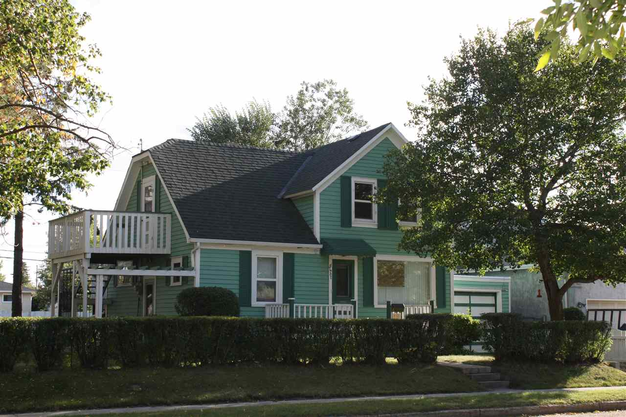 5435 47 Avenue, 2 bed, 2 bath, at $168,000