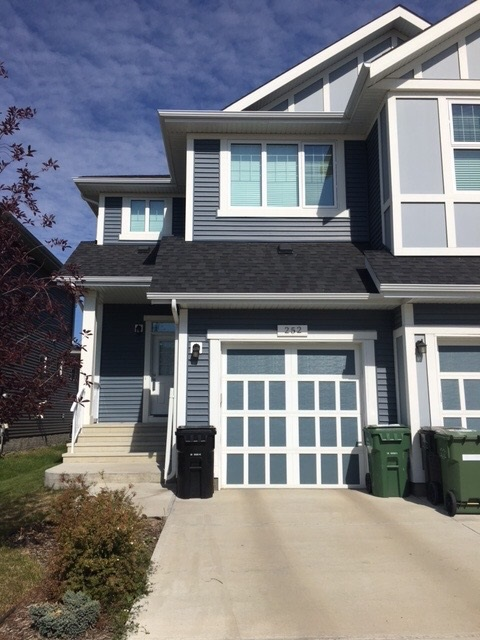 252 Sturtz Bend, 3 bed, 3 bath, at $309,900