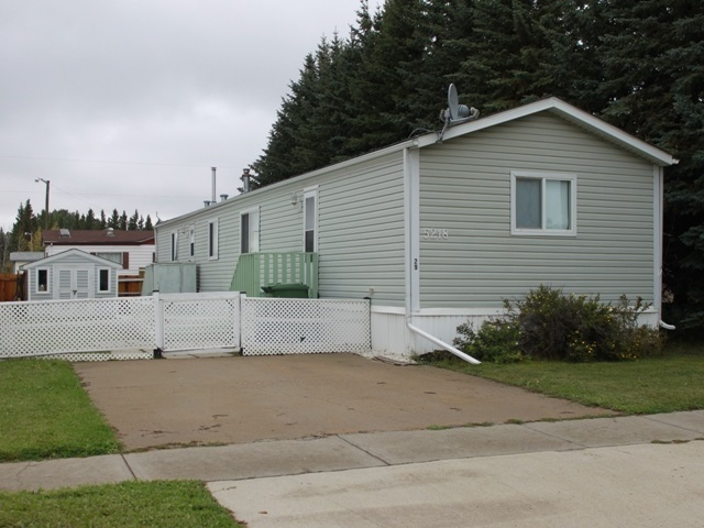 #29 5218 53 Ave, 3 bed, 2 bath, at $66,800