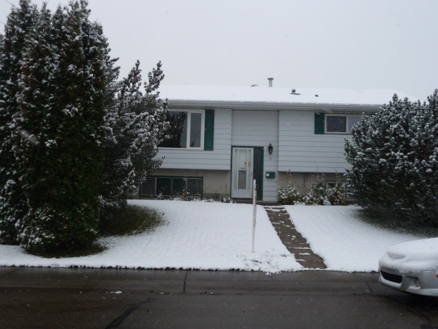 15 Devonian Crescent, 5 bed, 2 bath, at $309,900