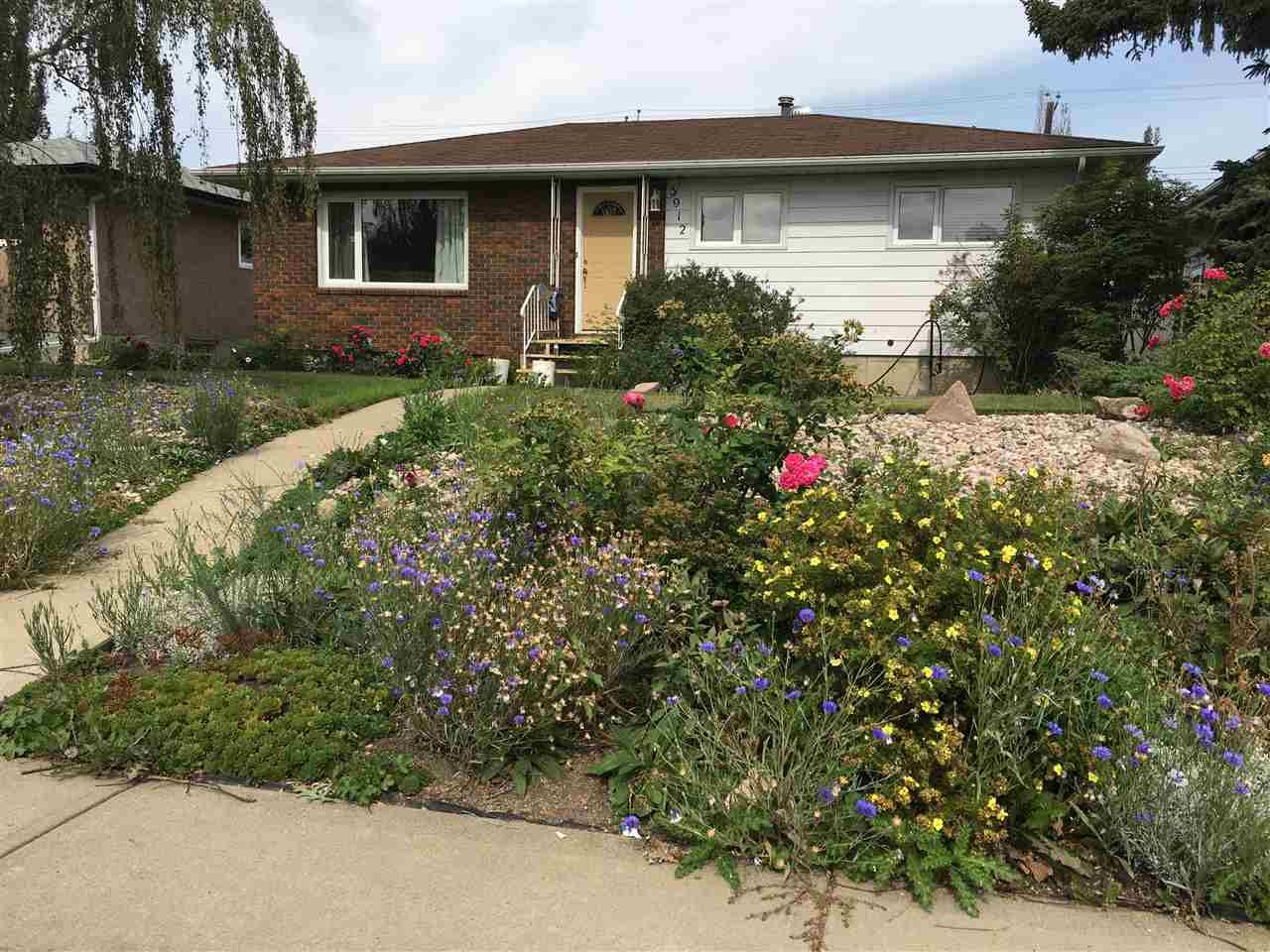 5912 92 Avenue, 3 bed, 2 bath, at $379,900